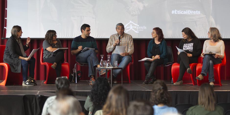 Treball en grup en la jornada Ètica i Drets
